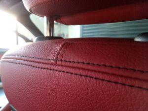 Wyczyszczona skóra w samochodzie