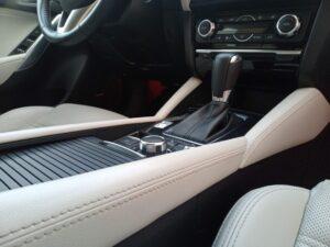 Wnętrze samochodu po detailingu wnętrza