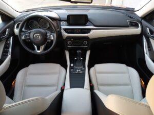 wyczyszczone wnętrze samochodu